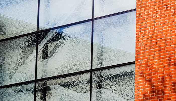 Mönsterblästrade fönster